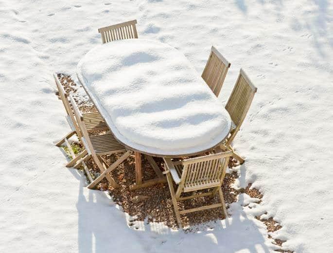 Gartenmöbel im Winter