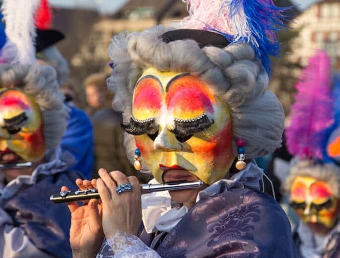 Flötenspielerin