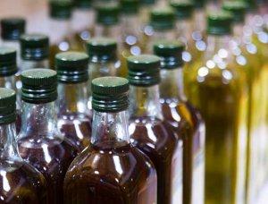 Olivenöl Regal Flaschen