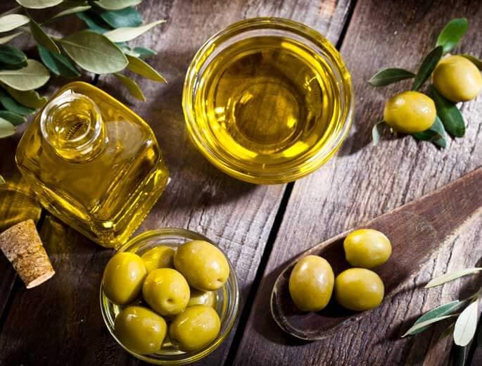Olivenöl Holztisch