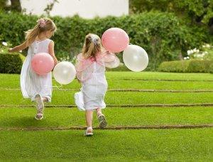Eheversprechen erneuern Kinder mit Ballons