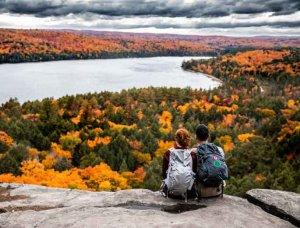 Herbst Landschaft mit Pärchen