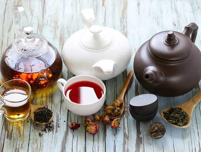 Teekannen und Tassen
