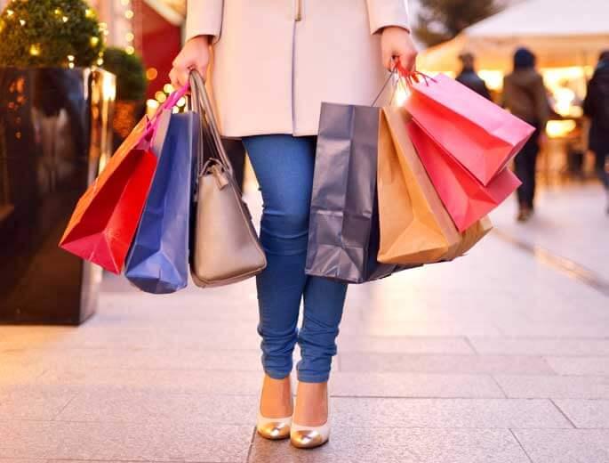 Christmas-Shopping Frau mit Einkaufstüten