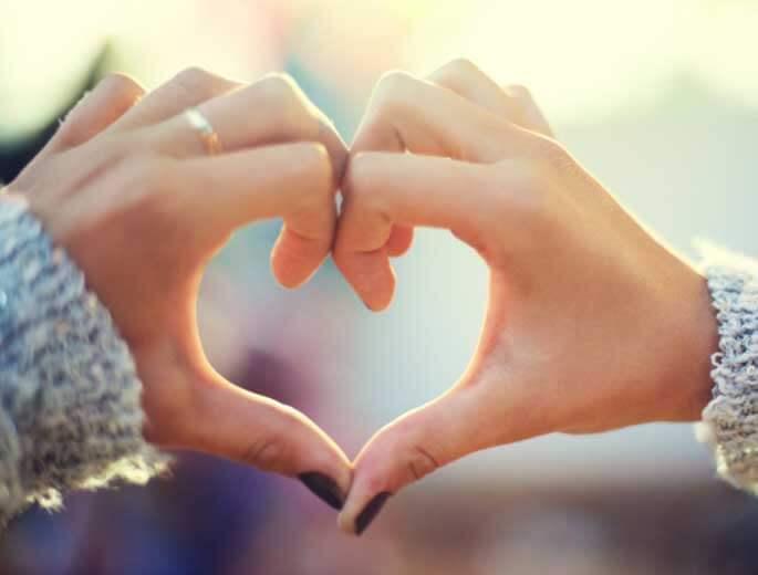 Selbstakzeptanz Hände bilden ein Herz