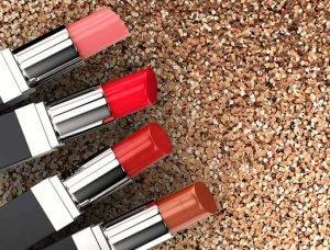 Festliches Styling Veerschiedene Lippenstifte