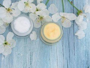 Schneekönigin Hautpflege Creme mit Blumen