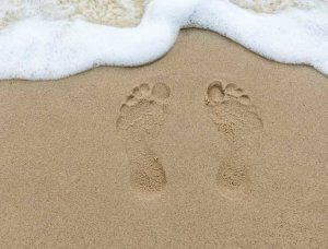 Silvesterbräuche Brasilien Strand Fußabdrücke