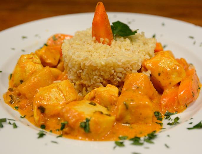 Hähnchen-Curry mit Ananas und Möhren