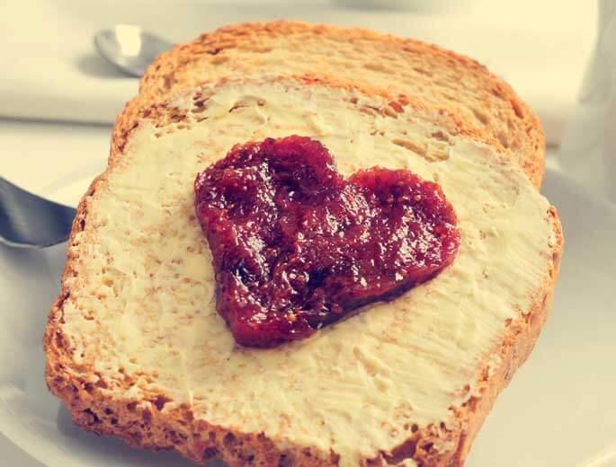 Toast mit Marmeladen Herz