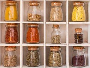 Lebensmittel in Glasbehältern aufbewahren, um Müll zu vermeiden
