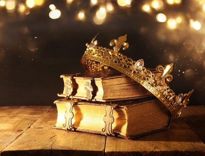 Krone mit Büchern