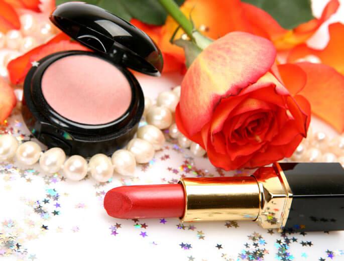 Make-up und Schmuck