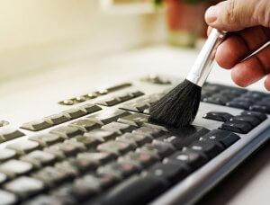 Tastatur mit Pinsel