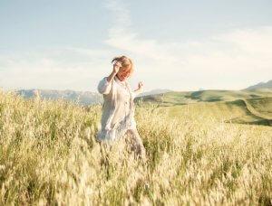 Frau Heilfasten Bewegung frische Luft