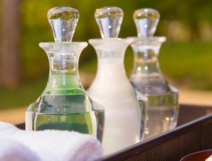 Drei Shampoo Flaschen