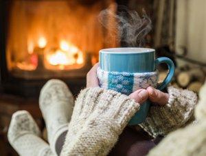 Heilfasten Ruhe und Entspannung Frau Teetasse