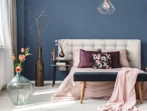 Blaue Wand im Schlafzimer