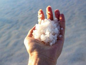 Salz in Hand