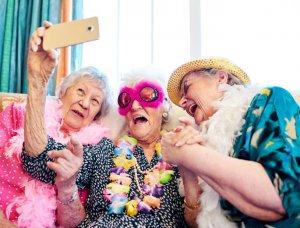 Verkleidete ältere Damen