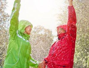Ein Paar im Regen