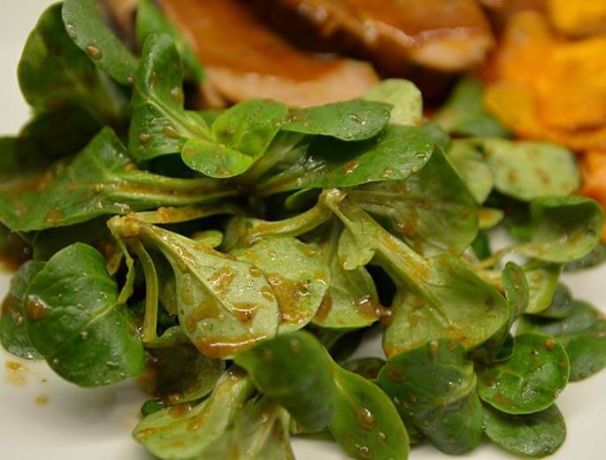 Feldsalat mit Apfel-Senf-Dressing
